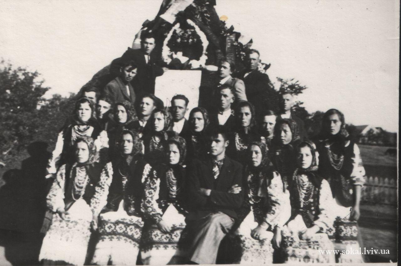 м.Угнів, Хор читальні Просвіта на посвяченні могили с.Губинок Угнівщина