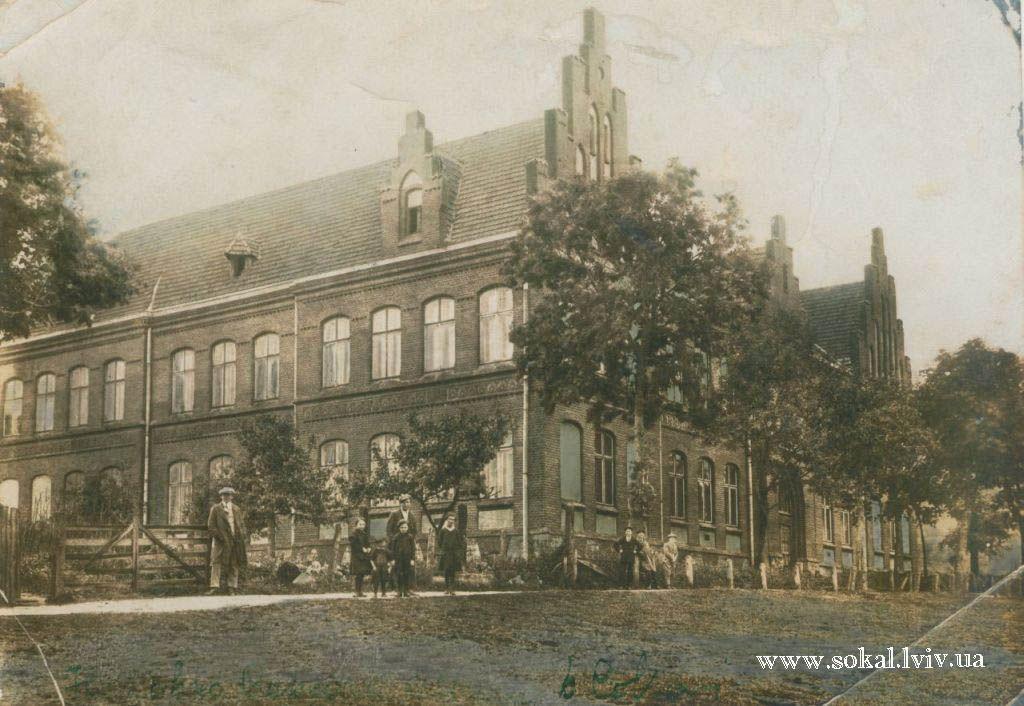м.Сокаль, Семикласова чоловіча школа (червона школа)замінована німцями і знищена в липні 1944 р. під час відступу німців