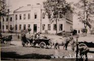 припускаємо, що це мала школа біля СШ №2, колись жіноча семикласова школа, тепер станція