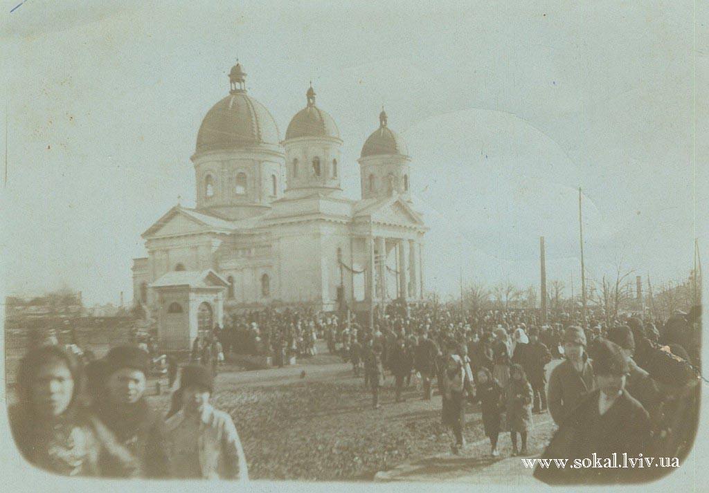 м.Сокаль, Перше листопада коло церкви