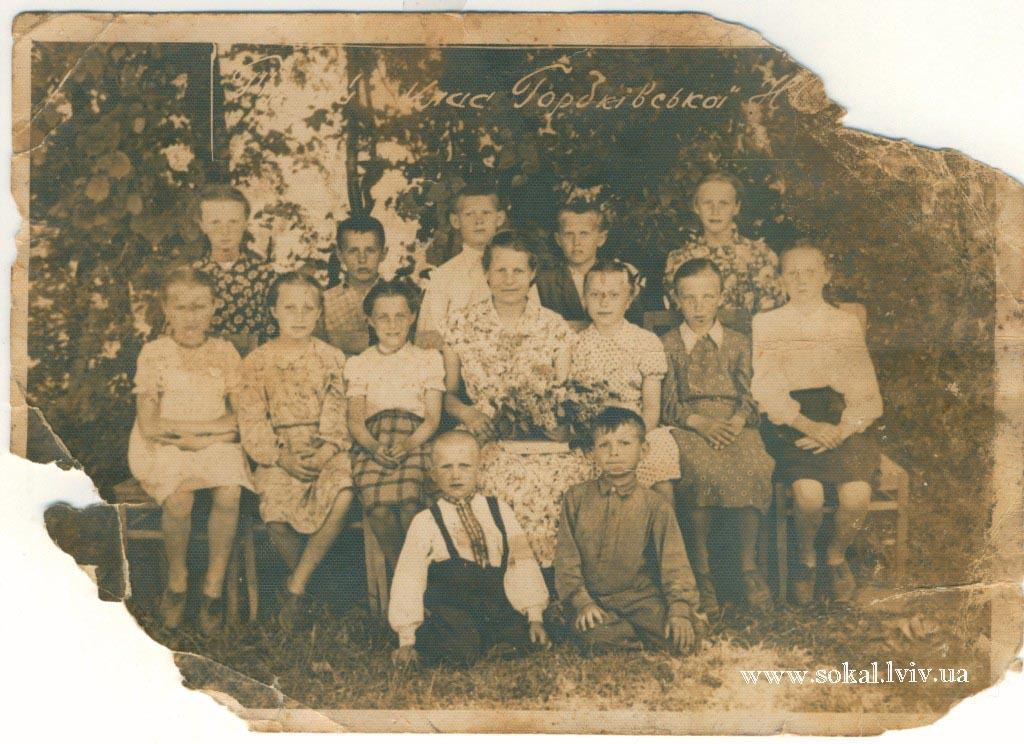 c.Горбків, перший ряд зліва Мартинюк Андрій Семенович