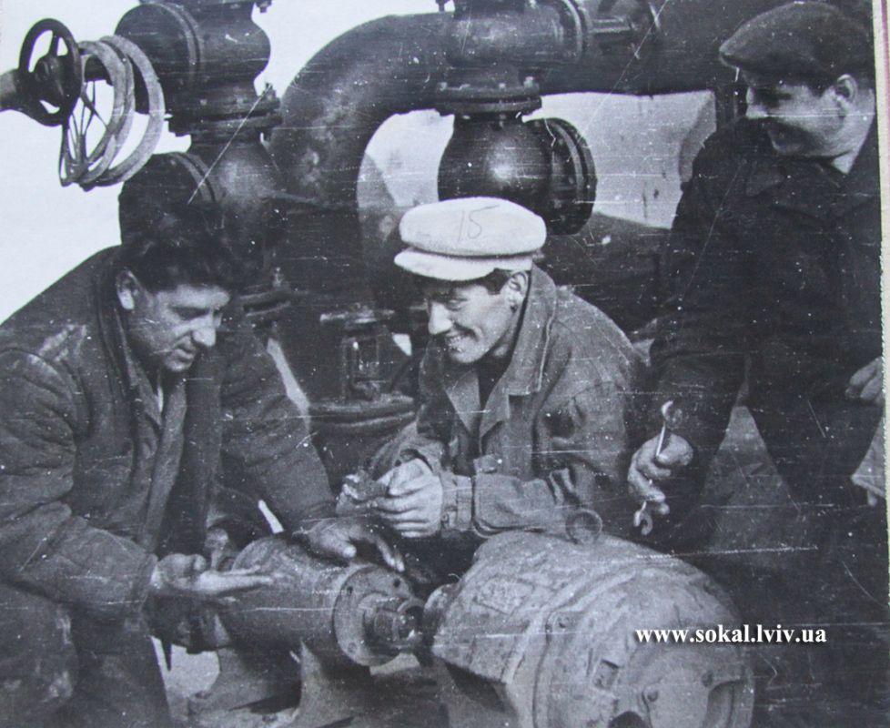 м.Сокаль, Бригада слюсарів очисних споруд проводить ревізію обладнання. на фото Грушецький П. та Бондарь В 1968р.