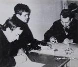 Підписання акту прийому-передачі в експлуатацію обладнання очисних споруд. На фото Хотиєнко - майстер, Лакиш - нач.дільниці, Вавринчук -наладчик БПУ 1968 р.