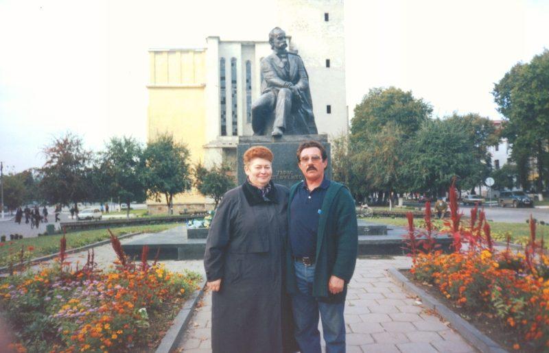 м.Сокаль, Ольга Пенюк та поет, композитор Ярослав КорткоСокальські митці