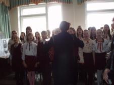 Ансамбль дівчаток під керівництвом С.І.Яреми виконали «Реве та стогне Дніпр широкий»
