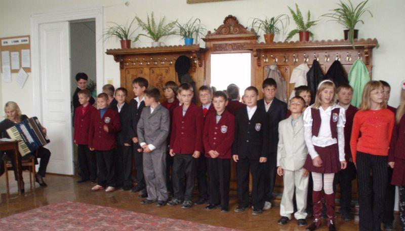 м.Сокаль, освітаА це учні 2-Акл. спільно із бабусею Ю.Чабана приготували музичне вітання