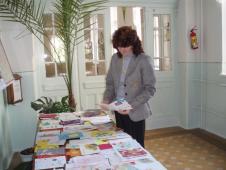 У цьому році спільно з учителем християнської етики С.О.Михайловою із ініціативи уч. парламенту ми виготовляли листівки для людей поважного віку з м.Сокаля.