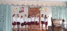 Під час свята ансамбль дівчат(кер.С.І.Ярема) дарував пісні...