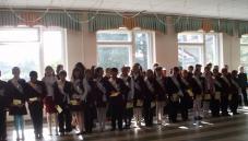 ...члени уч.парламенту вручили пам'ятки гімназиста та пам'ятні стрічки.