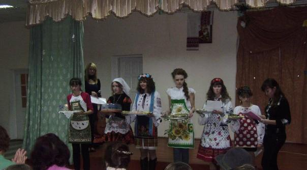 м.Сокаль, «Міс гімназії - 2010»Дівчата показали себе справними господиньками