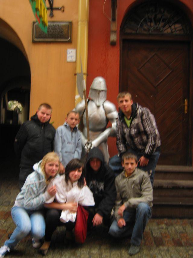 м.Сокаль, в квітні-травні цього року наші учні в рамках проекту українсько-польського обміну молоді перебували 10 днів у Польщі(м. Радечніца)Біля одного із замків