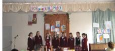 Дівчатка 1-х класів співають духовні пісні (С.І. Ярема –керівник)