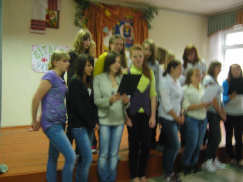 м.Сокаль, в квітні-травні цього року наші учні в рамках проекту українсько-польського обміну молоді перебували 10 днів у Польщі(м. Радечніца)Дівчата співають українські і польські пісні разом