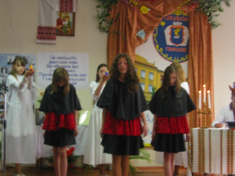 м.Сокаль, Свято останнього дзвоникаФото зі свята (зліва-направо: Х.Мигасюк, І.Шумська, В.Шмирко)