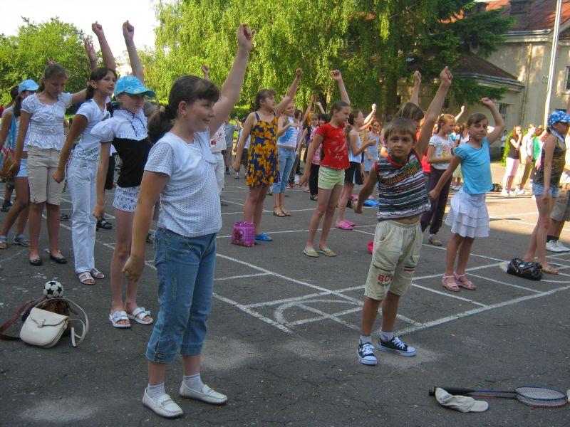 м.Сокаль, Пришкільний табірПід час ранкової зарядки на шкільному подвір'ї