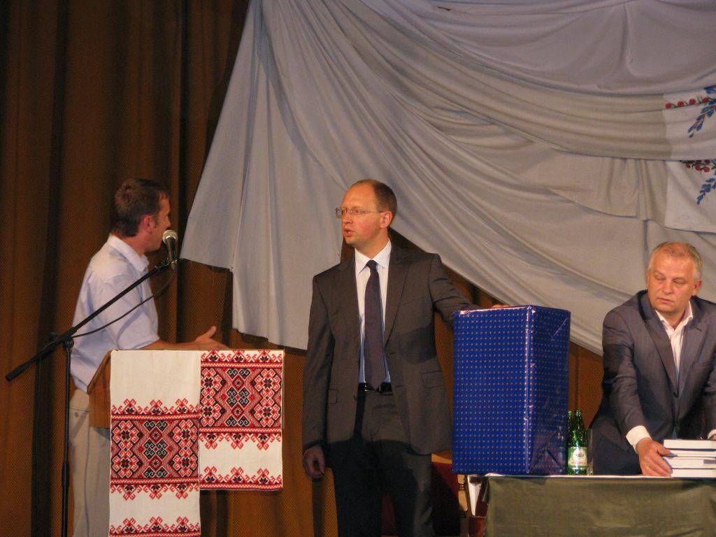 м.Сокаль, зустріч мешканців Сокальщини з  Народний депутат України Арсенієм Яценюком